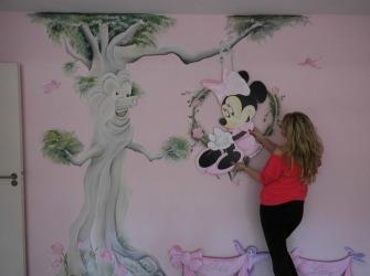 Rik-Muurschilderingen-Muurschildering-Minnie-Mouse-en-fantasieboom-5