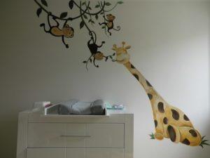 muurschilderin Giraffe aapjes