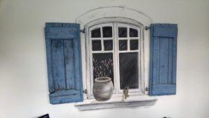 Muurschildering raam met luiken