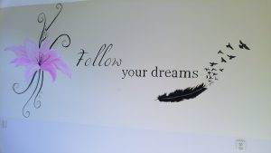 Muurtekst Follow your dreams